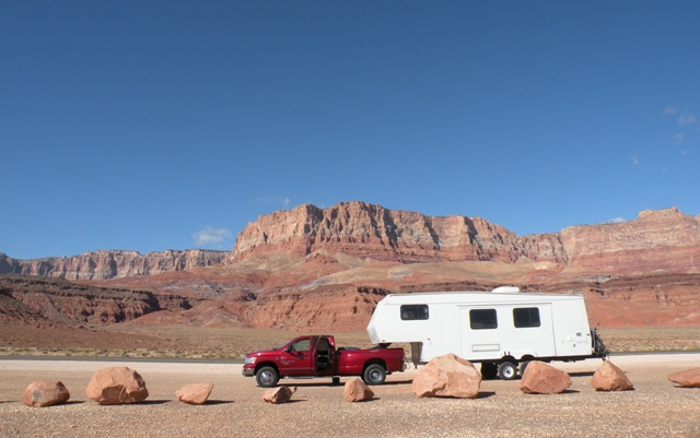 a mid-day break along the Vermillion Cliffs