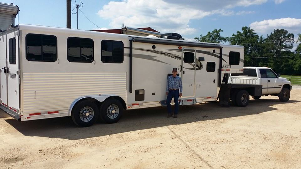 living quarters horse trailer as full time home